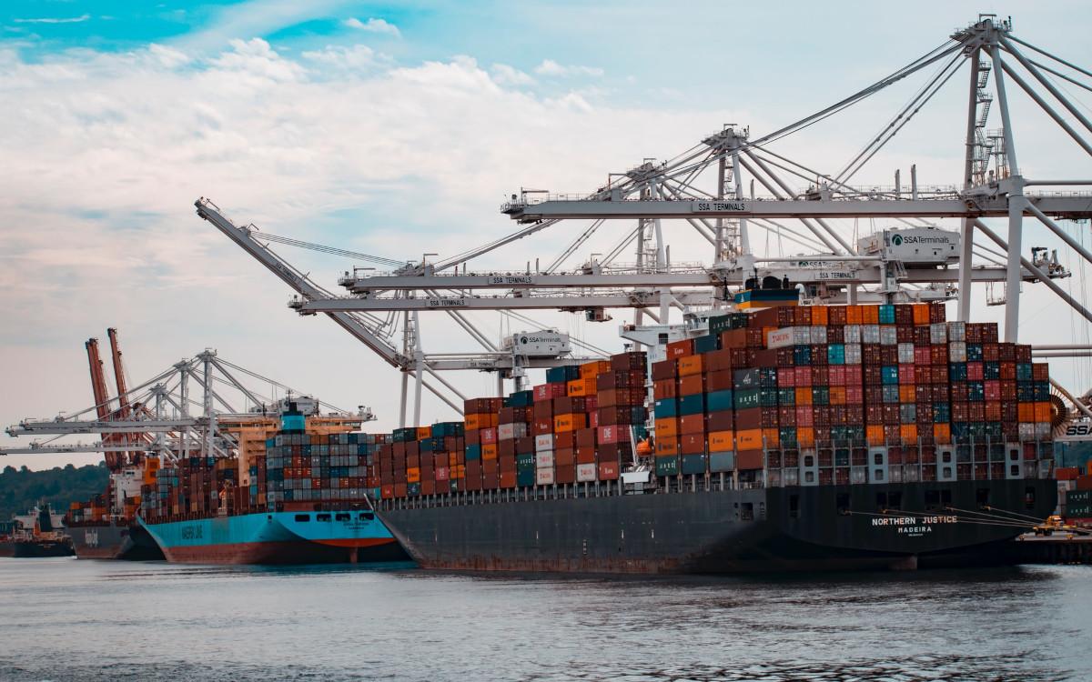 Nach Experten wird sich der Lieferschiffsverkehr dieses Jahr nicht mehr komplett erholen. (Symbolbild, Foto: Andy Li/Unsplash)