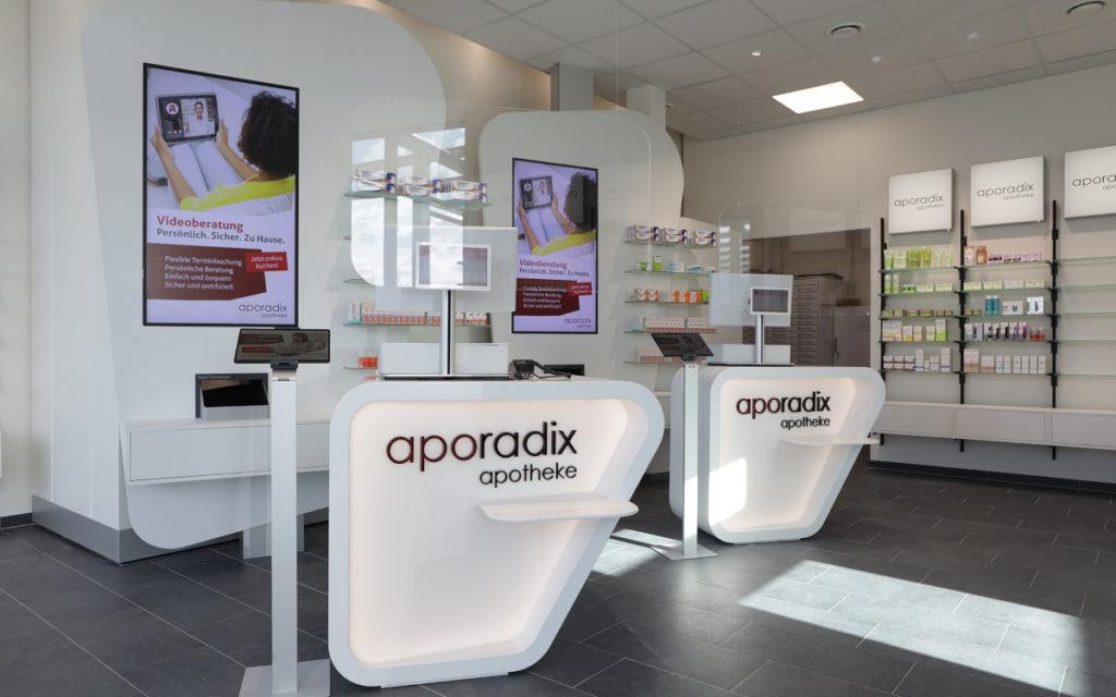 Bei der Ausstattung der Apotheken mit Digital Signage arbeitet aporadix mit Bütema zusammen. (Foto: Bütema AG)