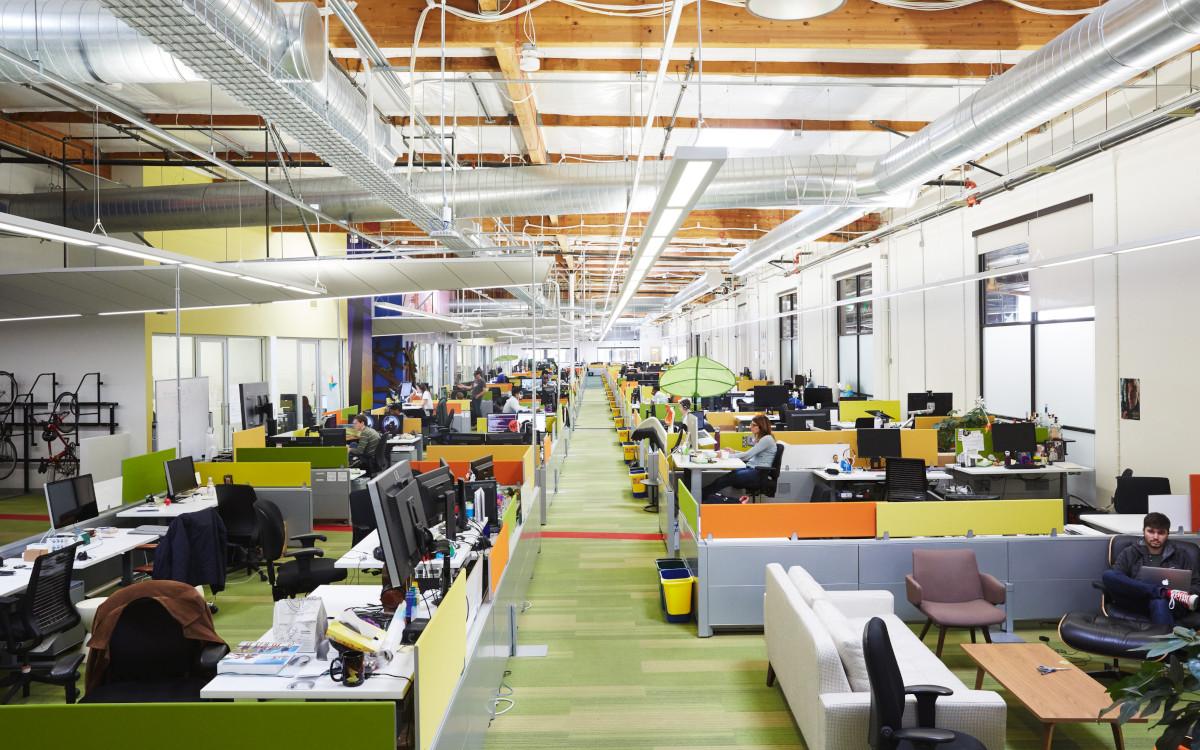 Blick in ein Google-Büro: Wird der Konzern den Großteil seiner Mitarbeiter wieder zur Präsenzarbeit bitten? (Foto: Google)