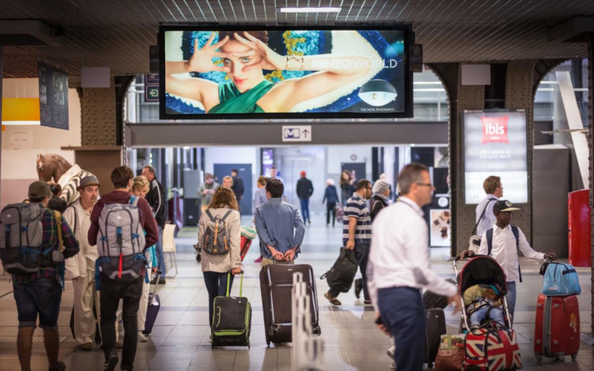 Die DooH-Werbeflächen auf belgischen Bahnhöfen werden ab 2022 von Clear Channel vermarktet. (Foto: Clear Channel Belgium)