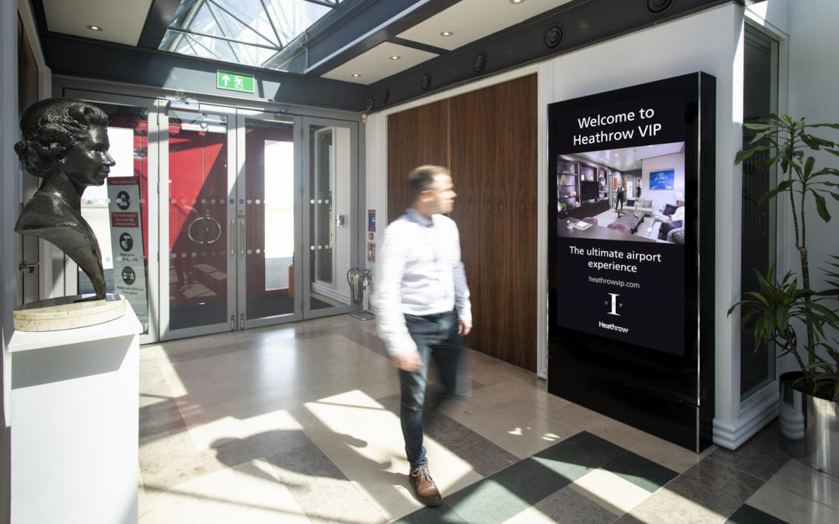 Der VIP-Bereich in Heathrow ist jetzt mit JCDecaux-Screens ausgestattet. (Foto: JCDecaux UK)