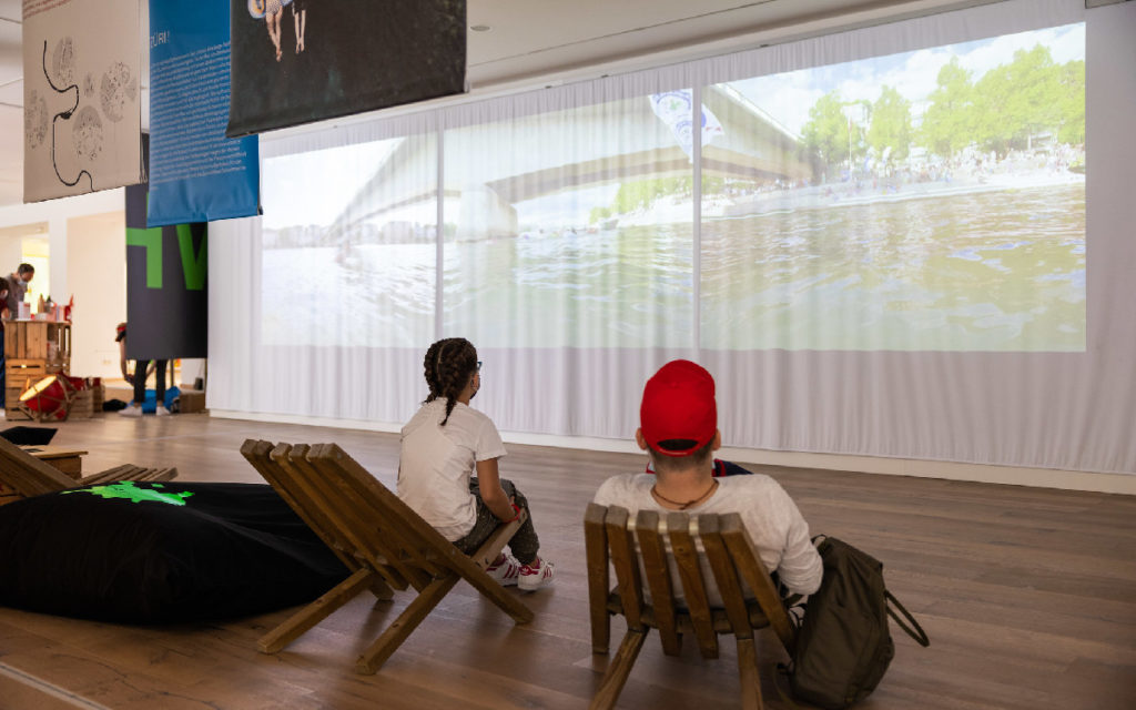 Various displays and projections support the concept of the pop-up house.  (Photo: FDFA, Swiss Presence Foundation)