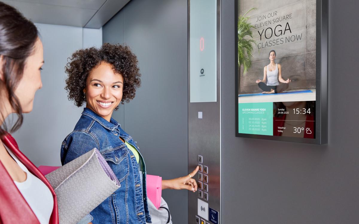 Digital Signage im Aufzug - ein grundsätzlich vielversprechendes Modell, das Schindler nun in einer neuen Form anbietet. (Foto: Schindler)