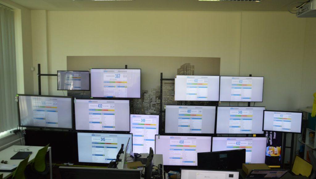 Blick in das alte Development-Labor von SignageOS. Das neue ist zur Zeit im Aufbau. (Foto: SignageOS)