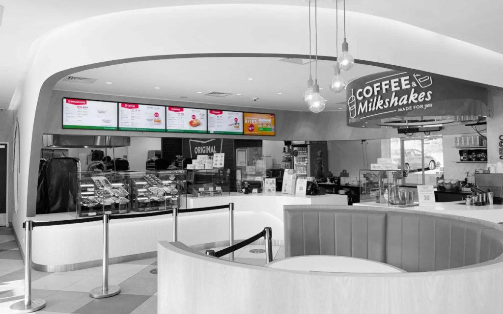 Die australischen Schnellrestaurants von Krispy Kreme wurden mit Hilfe von Amped Digital und Signagelive digital neu aufgerüstet. (Foto: Signagelive)