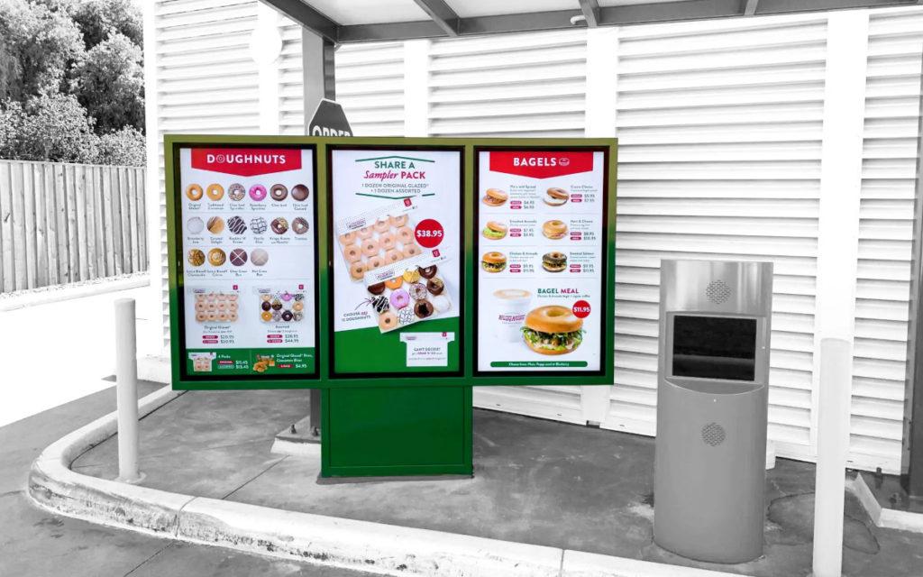 Zwei Krispy-Kreme-Filialen bekamen zusätzlich Drive-Through-Displays. (Foto: Signagelive)