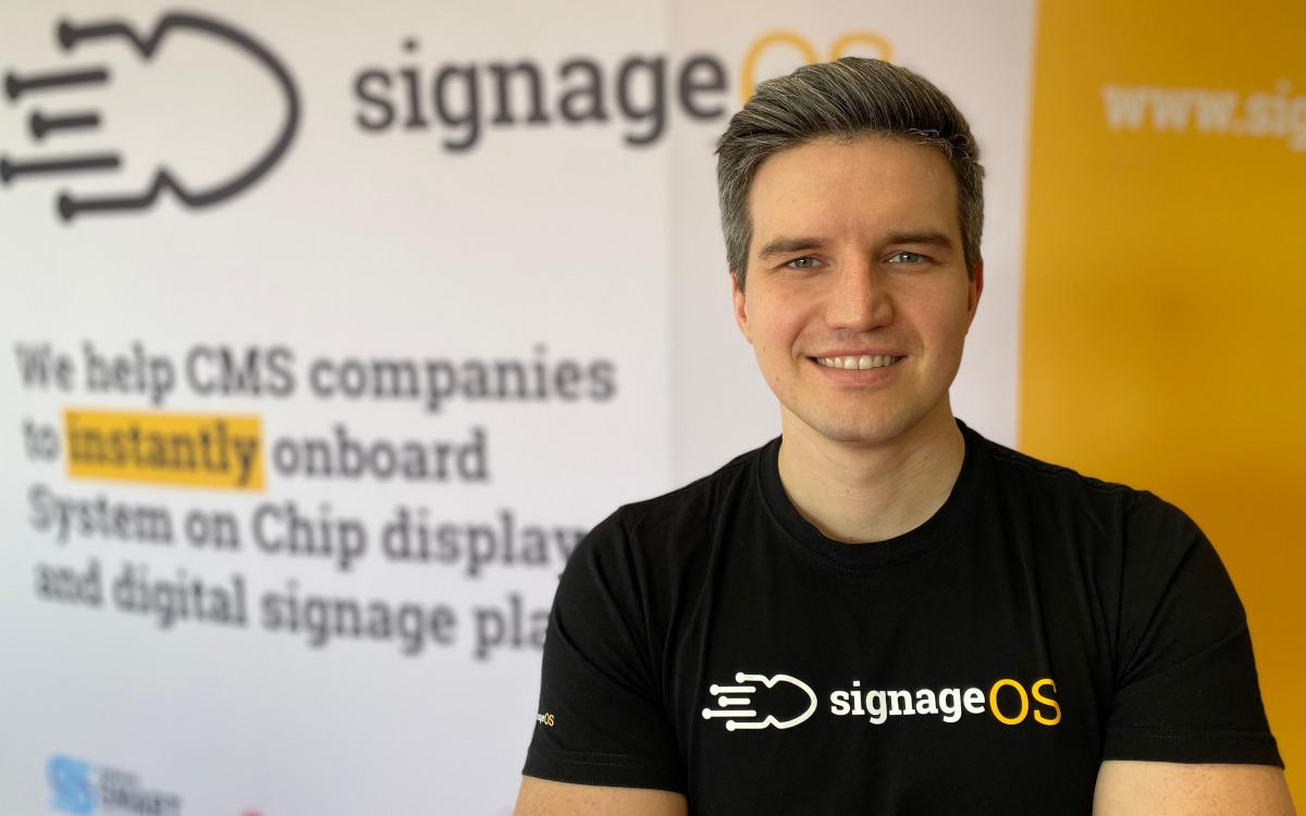 """""""Lasst uns CMS beiseitelegen und uns auf das größere Problem konzentrieren."""" - Stan Richter, CEO von SignageOS. (Foto: SignageOS)"""