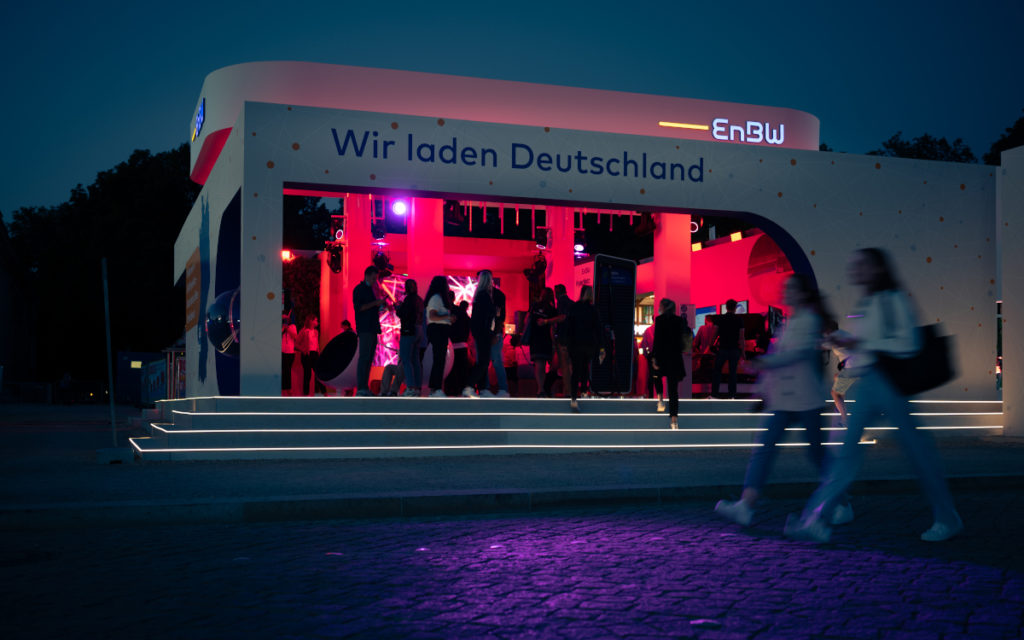 Die IAA ist auch im Dunkeln ein Besuch wert (Foto: Messe München)