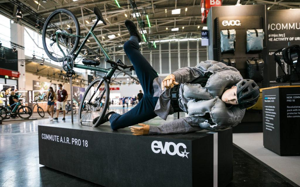 Nicht nur Autos, auch die Bike-Branche, wie beispielsweise Evoc, war auf der IAA vertreten (Foto: Messe München)