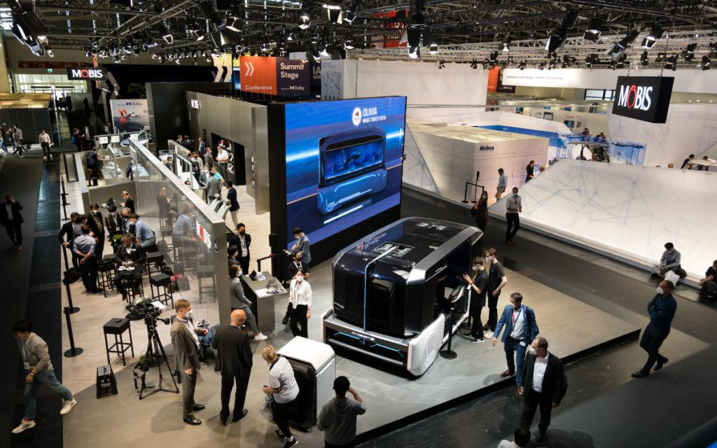 Blick in die IAA Hallen - so kennt man die Automesse (Foto: Messe München)