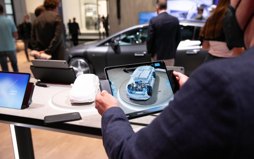 Mittels AR erkunden Besucher neue Technologien (Foto: Messe München)