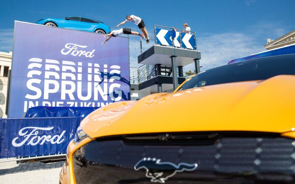 Bei Ford gibt es mehr Show als nur Autos (Foto: Messe MÜnchen)
