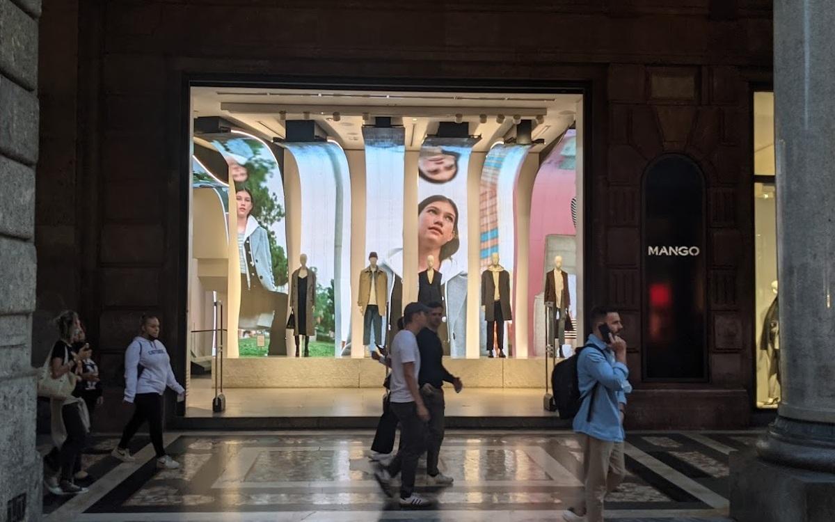 Mango LED-Installation in Mailand (Foto: invidis)