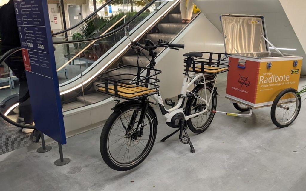 Keine Parkpllätze, aber umweltfreundliche Cargobikes und EV-Lieferfahrzeuge (Foto: invidis)