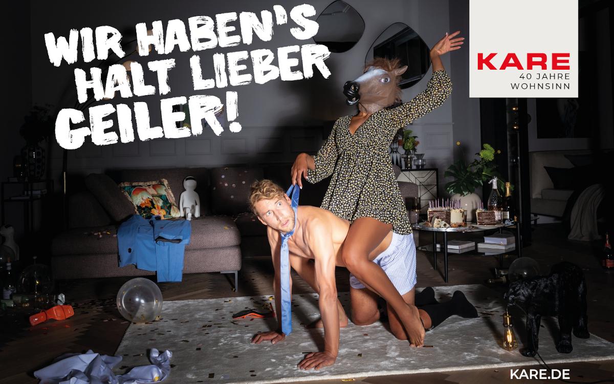 Mit unkonventionellen Sujets wribt da Einrichtungshaus Kare anlässlich seines 40. Geburtstags. (Foto: kare.de)