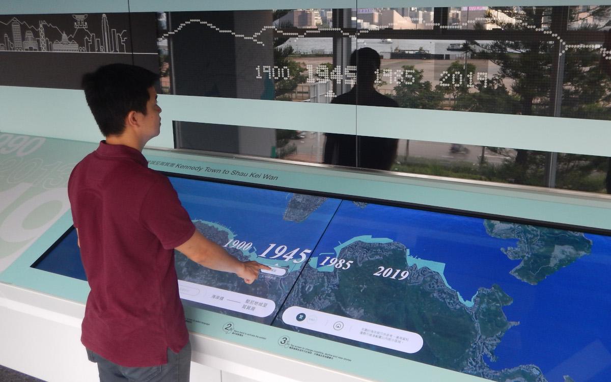 Die interaktive Karte in der City Gallery in Hongkong läuft mit Multittouch-Technologie von Zytronic. (Foto: Zytronic)