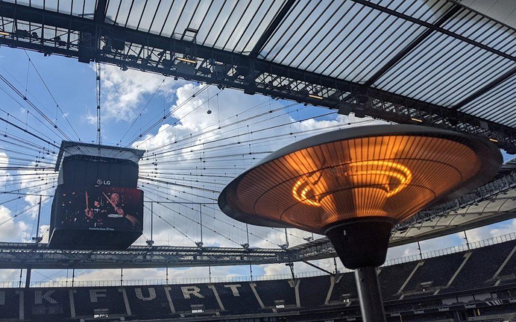 LG glüht fürs Digital Signage Stadionbusiness (Foto: invidis)