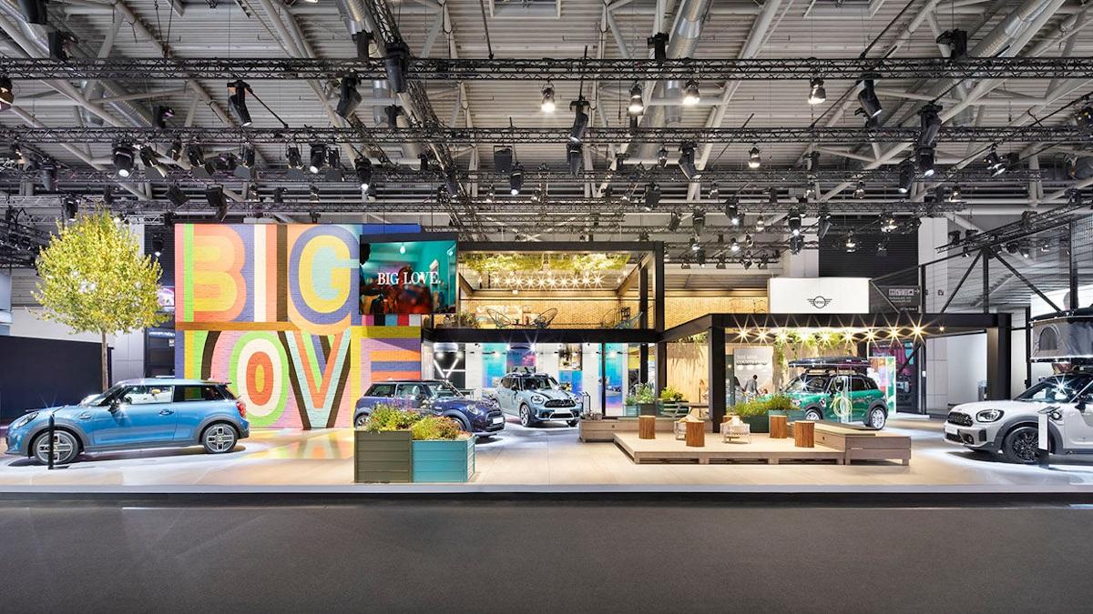 LED dominiert die BMW-Präsenz auf der IAA (Foto: ICT)