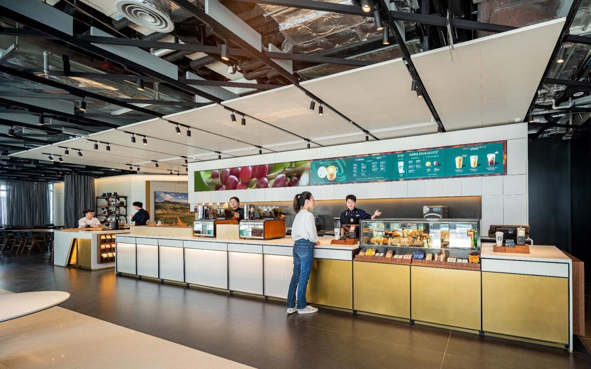 Digital Menuboards im Greener Store Konzept von Starbucks (Foto: Starbucks)