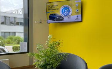 Sieben Filialen der Autovermietung Starcar setzen seit neuestem auf Digital Signage. (Foto: Clevertouch)