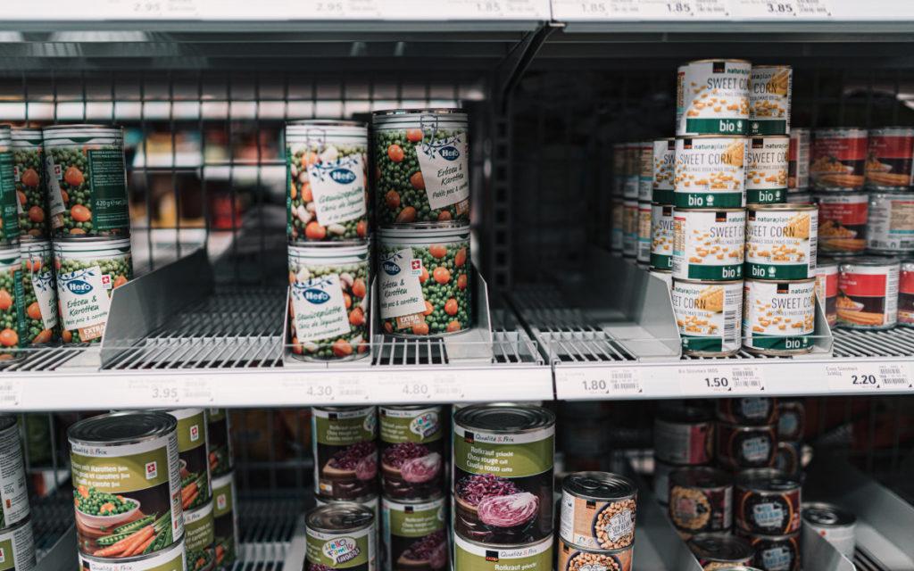 Lücken im Supermarktregal schmälern das Einkaufserlebnis deutlich, wie Pricer in einer aktuellen Marktstudie herausgefunden hat. (Foto: Claudio Schwarz/Unsplash)