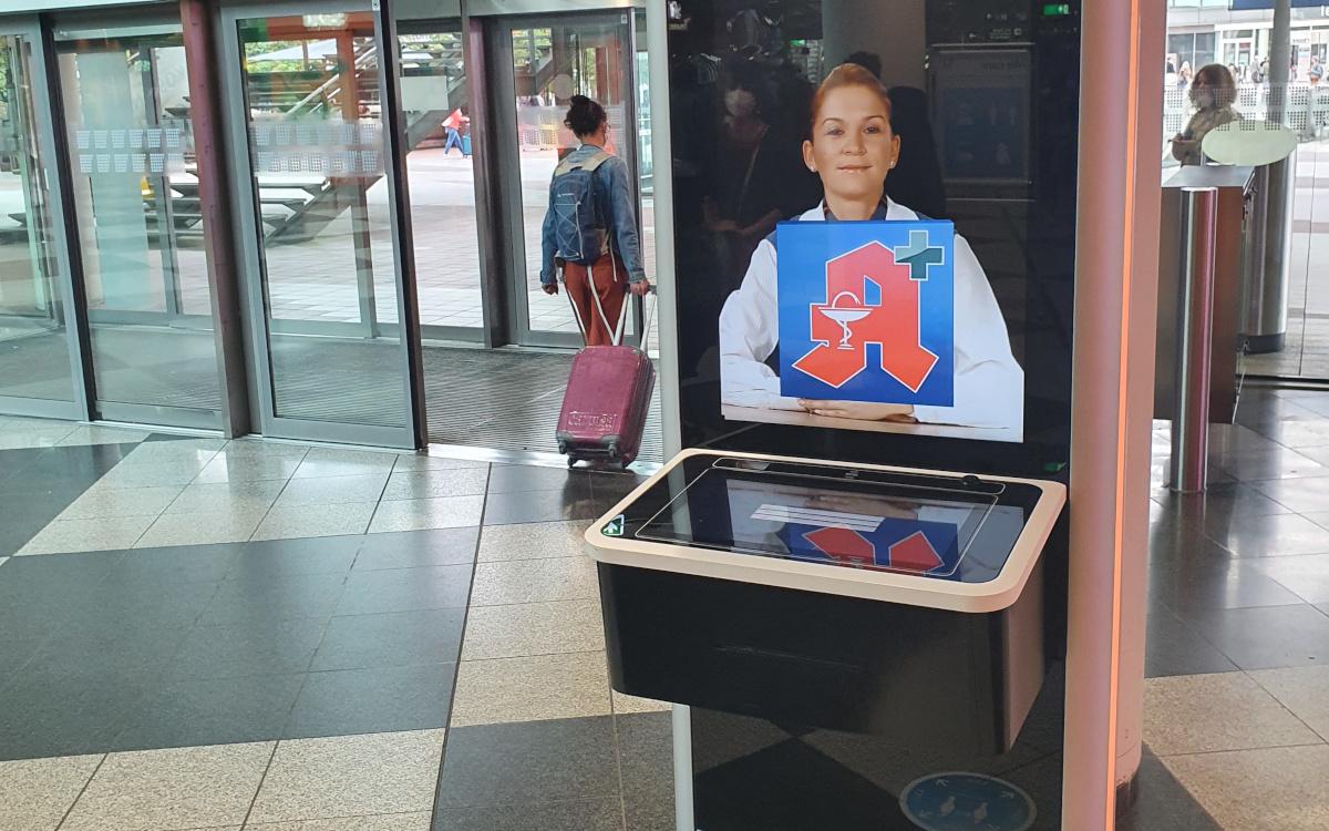 Im öffentlichen Bereich sind Kiosk-Systeme weit verbreitet – wie hier am Flughafen. Auch für Gesundheitssysteme sieht Futuresource noch einiges Potenzial. (Foto: invidis)