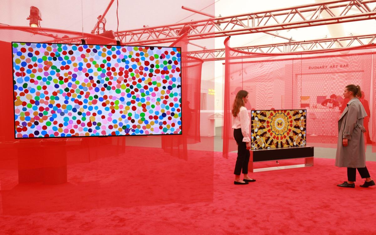 Auf der Frieze-Show werden Werke von Damien Hirstauf OLED-Screens von LG gezeigt. (Foto: LG Electronics)