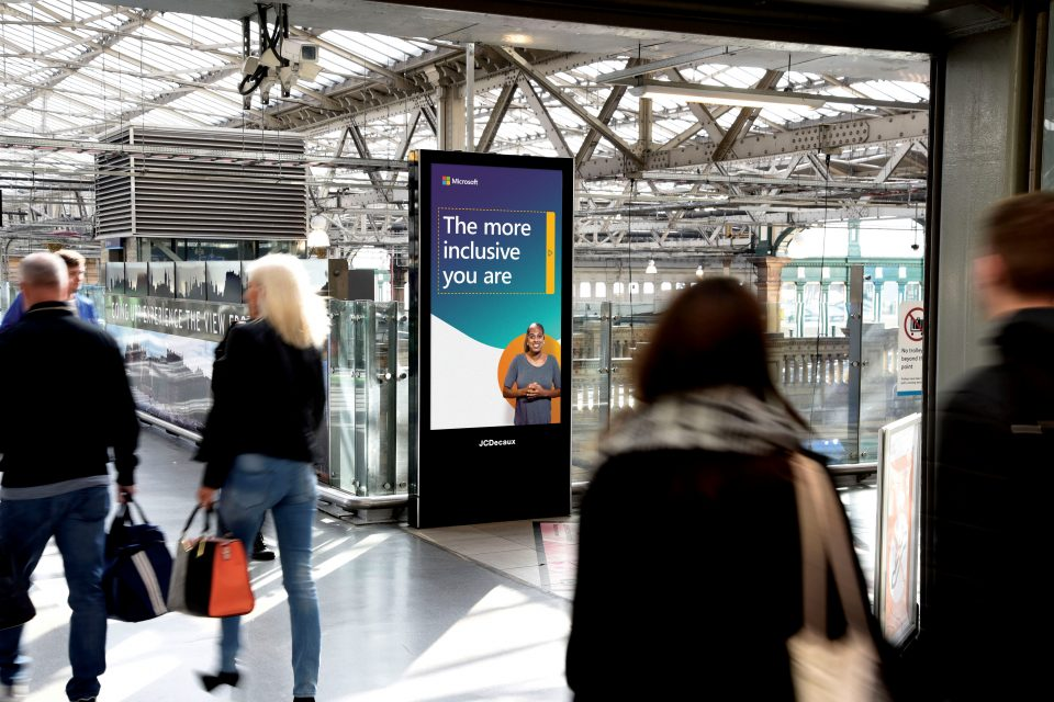 Die Microsoft-Kampagne lief an mehreren britischen Bahnhöfen. (Foto: Microsoft)