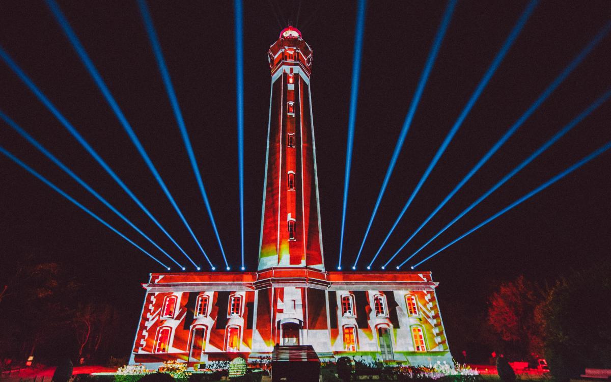 Die Monumental Tour 2021 lässt französische Architektur per Projektion erstrahlen. (Foto: Panasonic)