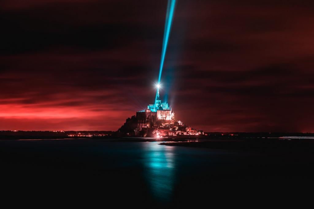 Die Monumental Tour 2021 lässt französische Architektur per Projektion erstrahlen – wie hier den Mont Saint Michel. (Foto: Dim Works)