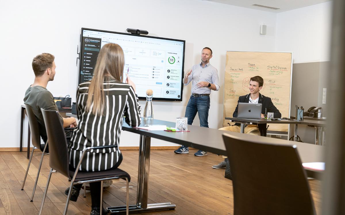 Dank Peakmedia verfügt der Sattlerwirt in Ebbs nun über moderne Collaboration-Lösungen in zwei seiner Seminarräume. (Foto: Alex Gretter)